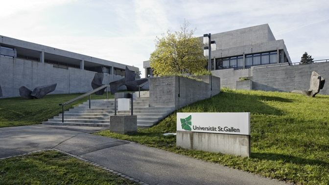 Treppe zum Hauptgebaeude der Universitaet St.Gallen (HSG)
